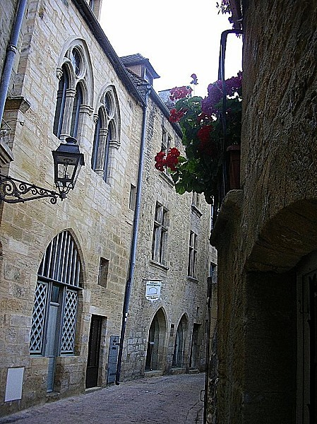 Sarlat-rue-du-Siege-Juin-06.jpg
