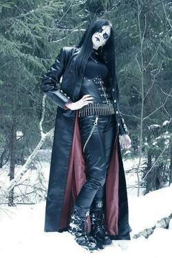 black metalleuse