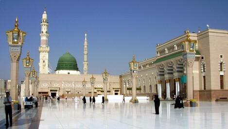 En entrant dans la mosquée accomplir obligatoirement deux Raka3ât avant de s'asseoir