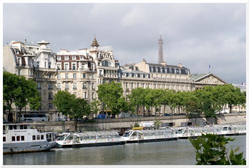 Paris. En longeant la rive droite, d'Orsay au Pont Alexandre III,