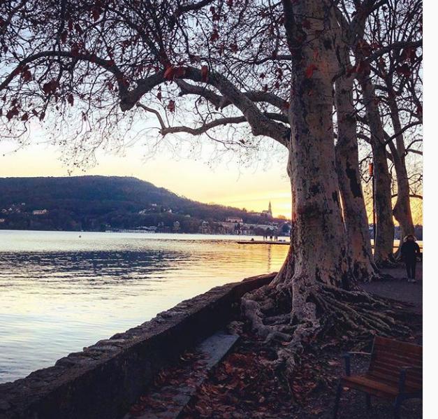 Bon dimanche.....        Lac d'Annecy