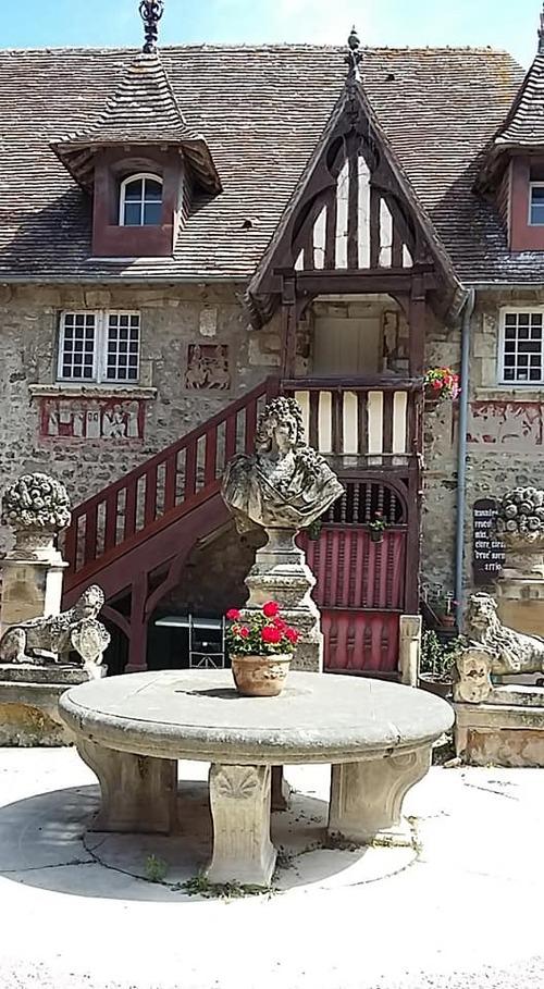 suite Dives village médiéval