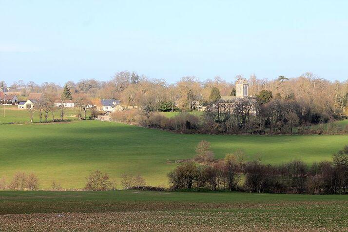 Le bourg et l'église Notre-Dame.