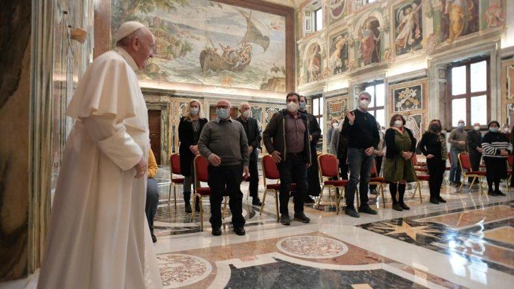 Le Pape rencontrant la délégation du Centre franciscain de Solidarité de Florence.