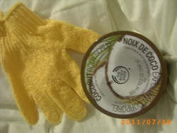 Gant + Exfoliant corporel noix de coco de Body Shop
