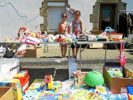 Clara et Thaïs, en CE2 à Sainte-Marie ont vendu leurs poupées «pour en racheter d'autres».