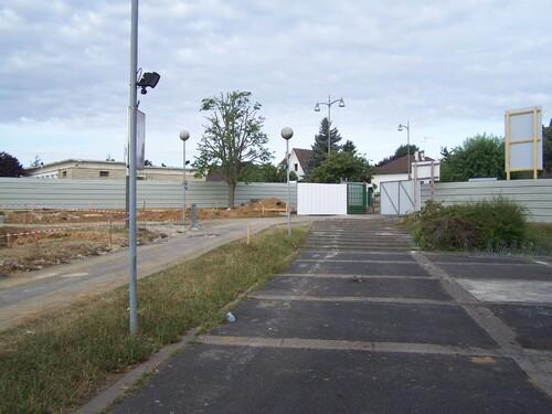 Début du chantier, côté garage à vélos, école primaire, portail principal