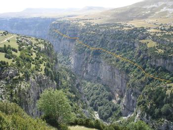 Le canyon d'Anisclo. Où on devine que la branche Sud-Nord de la Faja Pardina n'a rien d'évident....