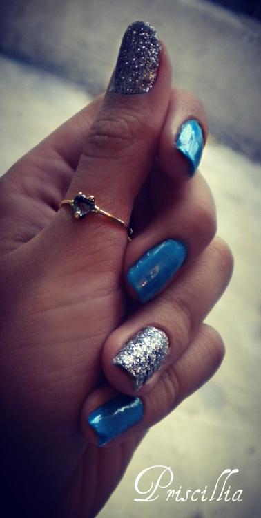 Nail art bicolore bleu et argenté (très facile)