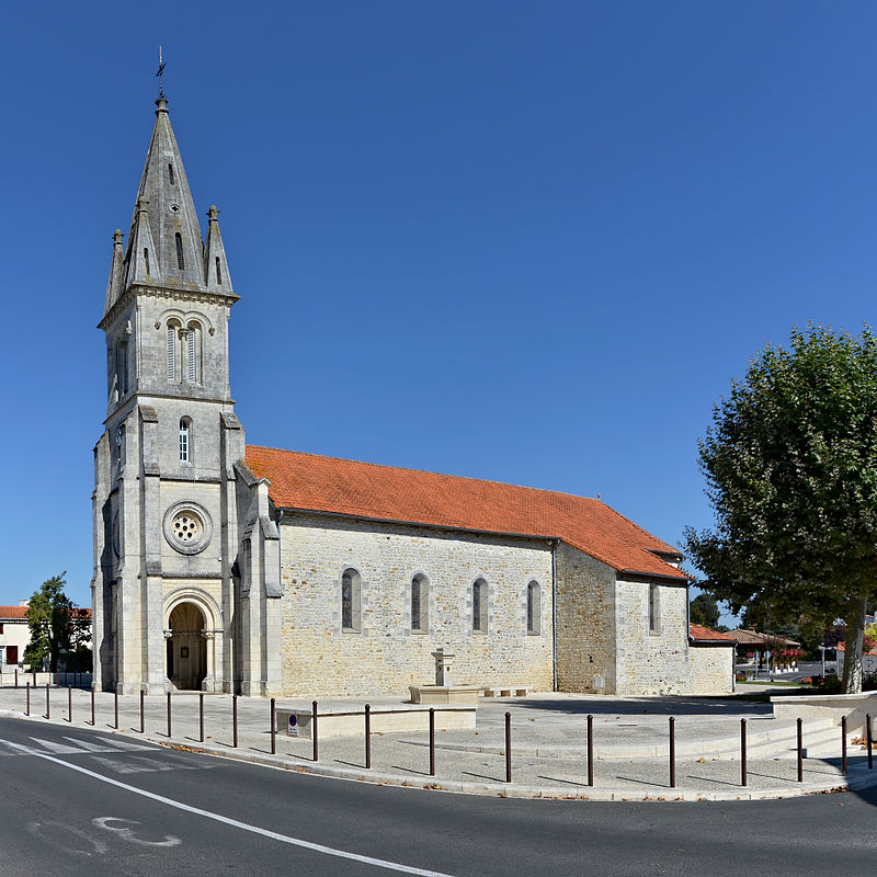 Les Mathes Église&place 2013.jpg