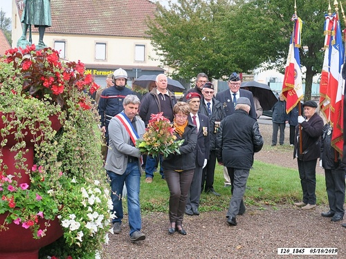 * Colline de Bourlémont  (la Chapelle N-D du Haut) - En hommage aux parachutistes du Bataillon de Choc  qui l'ont libérée les 1er et 2 octobre 1944.