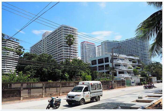 Immeubles à Dongtan-Jomtien Thaïlande avec vue sur mer.