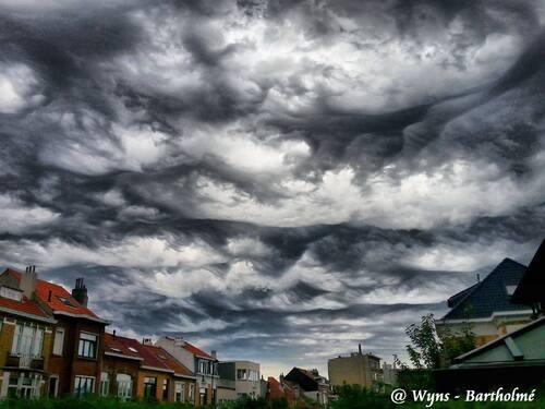 Beaux mais effrayants nuages au-dessus de Woluwe-Saint-Lambert !!!