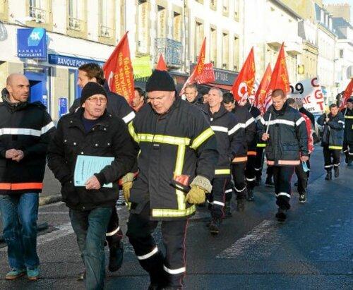 Concarneau-Les pompiers pros manifestent (LT 16/01/2016)