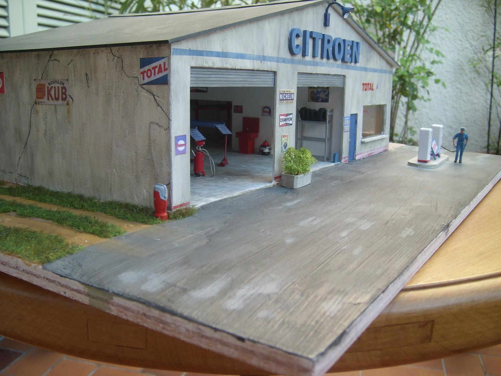 Garage citro n dioramas de thierry voitures garages for Garage citroen vierzon