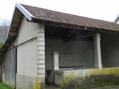 Lavoirs et puits à Peyrieu