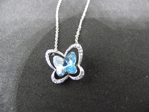 Adorable collier papillon
