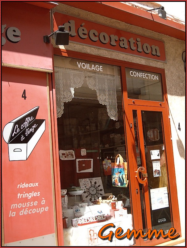 Voilage, confection, Sainte-Foy Village