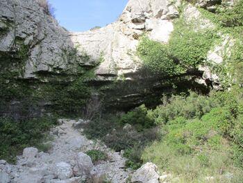 La falaise infranchissable du fond du vallon