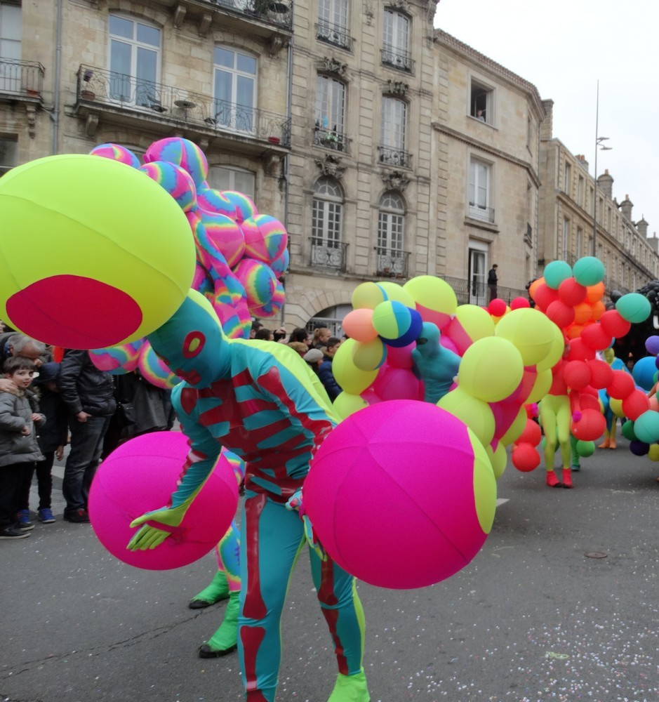 Le carnaval de Bordeaux 2016 sur le thème des ballons...