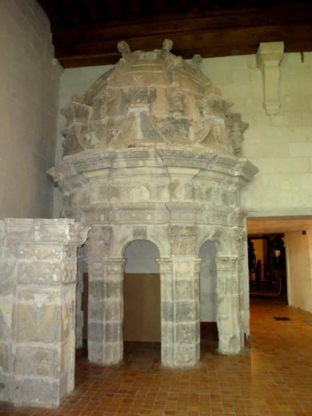 Chambord, la Tour Lanterne, musée lapidaire