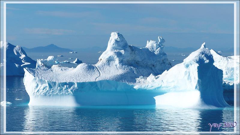 Iceberg de Disko Bay devant le port d'Ilulissat - Groenland