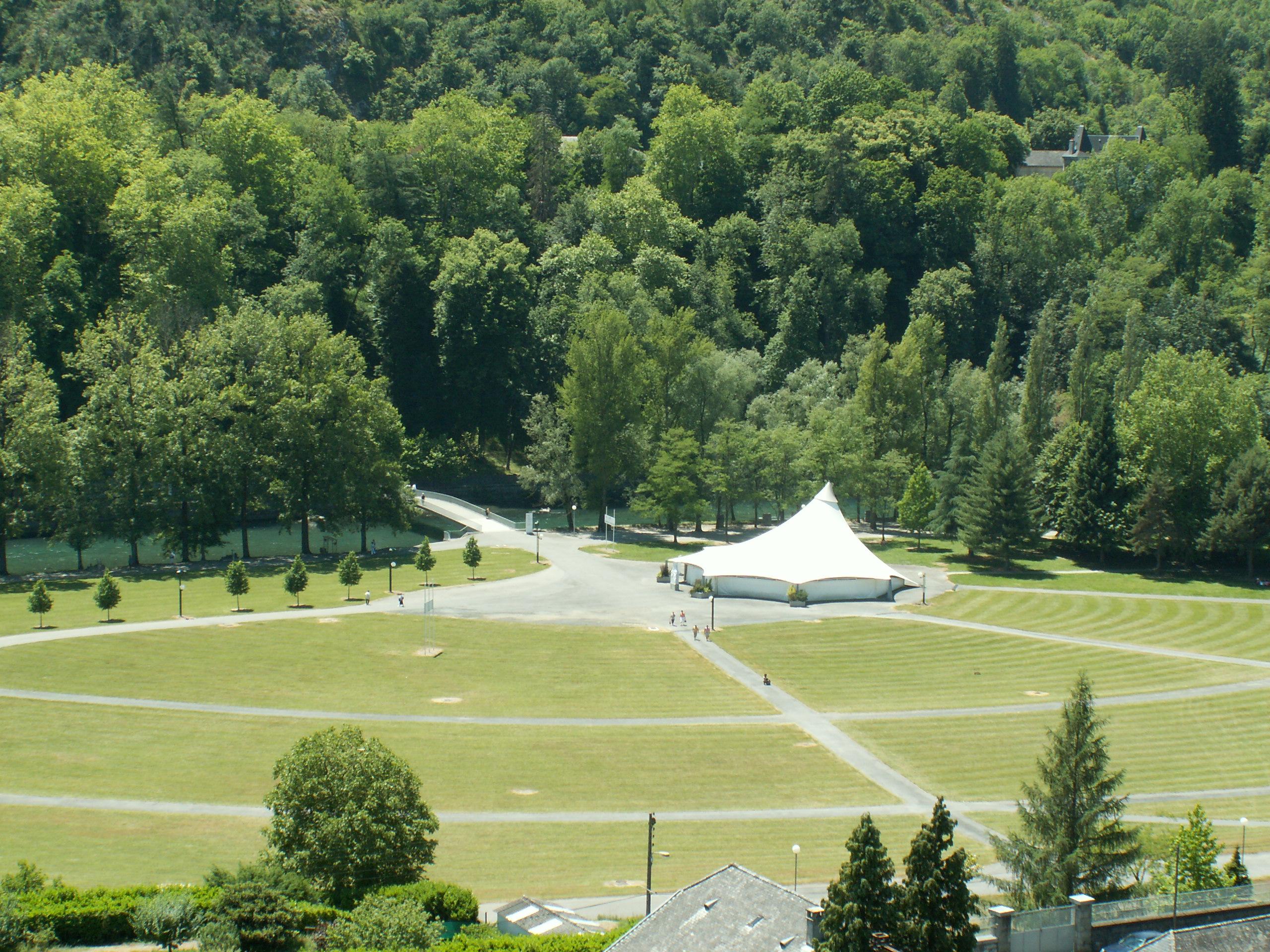 Lourdes : La tente de l'adoration