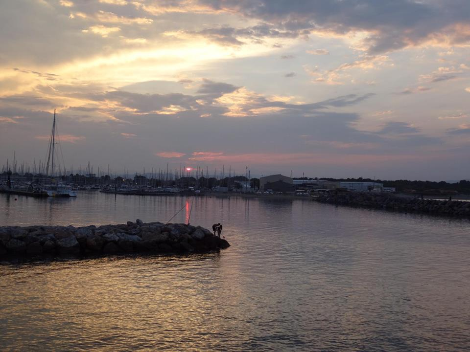 L'image contient peut-être: ciel, nuage, océan, crépuscule, plein air, eau et nature