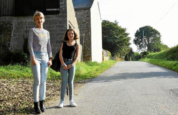 Au hameau de Kerascar, à Saint-Divy, Élodie Gouriou est prête à financer un arrêt de car scolaire pour éviter à sa fille, Anaëlle, de marcher 400 mètres sur une route étroite, sans trottoir, empruntée
