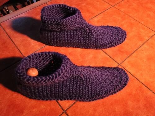 Des chaussons adultes au tricot