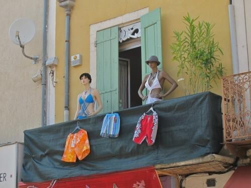 Mannequins au balcon 0