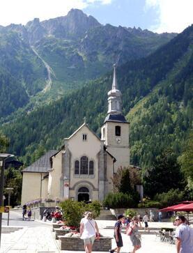 La petite chapelle et le Brévent en arrière plan
