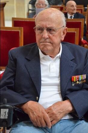 Funérailles de Mr Yves De Daruvar et honneurs funèbres militaires dans la cour d'honneur des Invalides