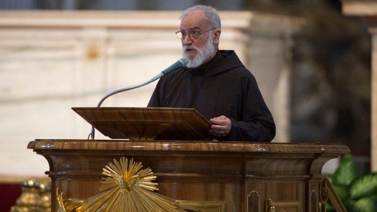 Le père Raniero Cantalamessa.