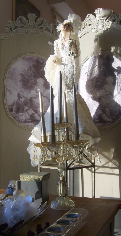 Poupée habillée par Dior