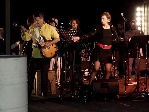 """Le bal-vintage  """"the BOO"""", de la Compagnie des Gens a enthousiasmé les danseurs... et les amateurs de pop-rock !..."""