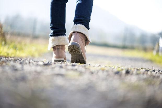 Marcher le matin et sous le soleil, une bonne manière de lutter contre l'obésité
