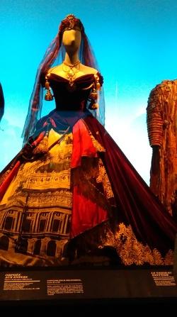 une magnifique visite au centre national des costumes de scène