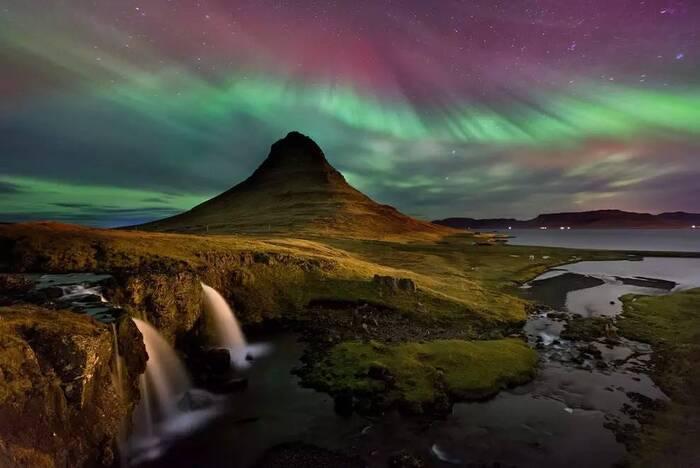Kirkjufell En Islande...L'image Magique & Fascinante...