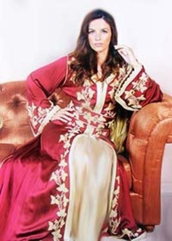 Caftan pas cher bordeaux avec de la broderie en fil d'or et jupe doré haute couture marocaine KAF-S825