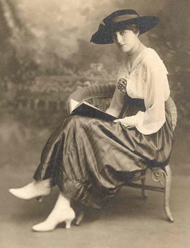 01 - Femmes lisant - Photographies anciennes