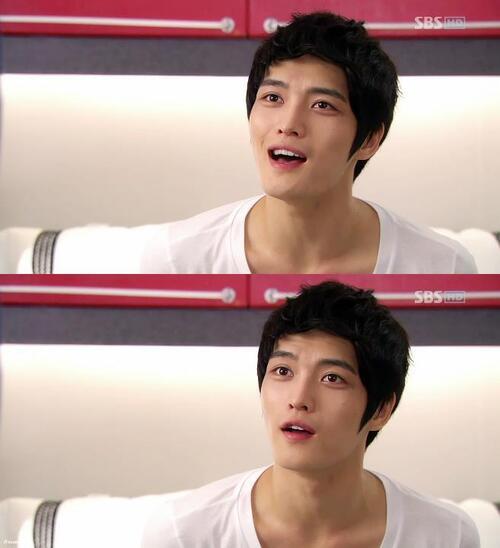 Première image de Jaejoong sur celle ci  j'aime les expressions de son visage