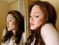 Angelina Jolie a-t-elle été abusée sexuellement dans son enfance ?