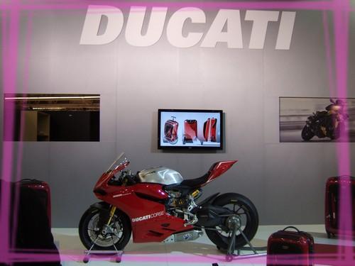Tenir un stand au salon de la moto