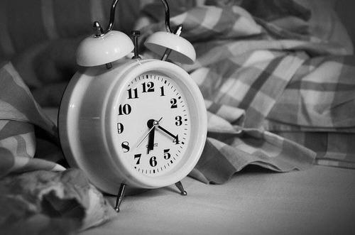 Pourquoi se réveille-t-on 5 minutes avant le réveil ? - Edition du soir  Ouest-France - 01/12/2017