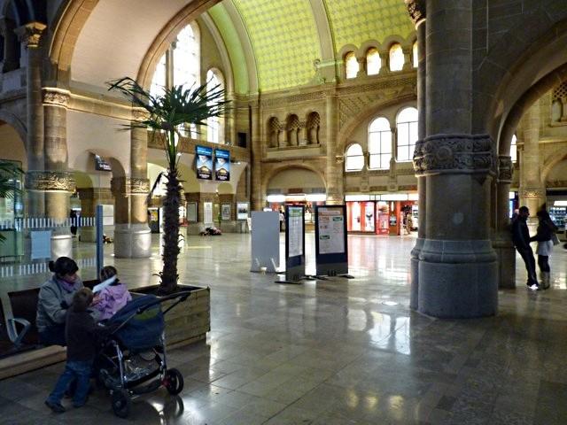 Gare de Metz Hall Départ - 29 05 10 - 22