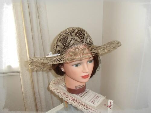 Chapeau en dentelle