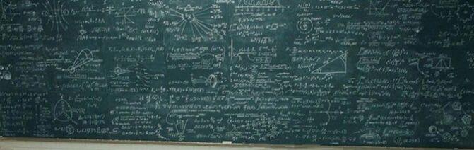 Tableau couvert de signes mathématiques