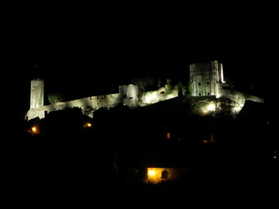 le chateau de Turenne la nuit
