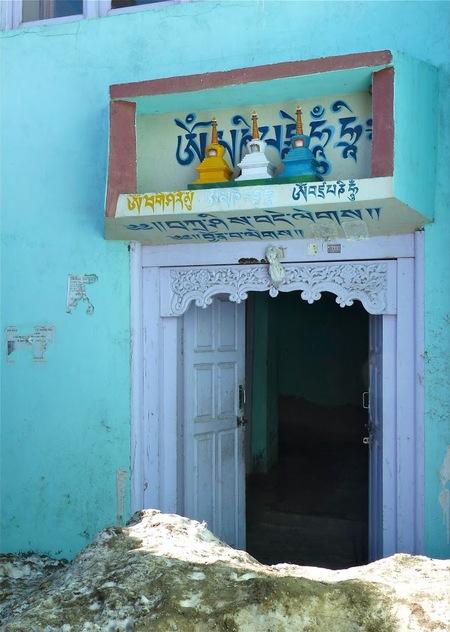 quelques édifices religieux à Nako, notre village